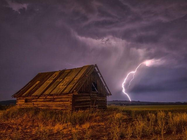 Burza gdy jesteśmy w domu